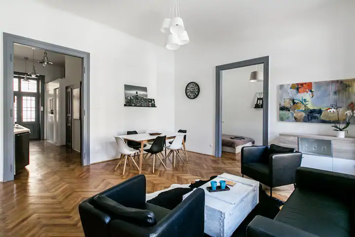 Üllői 18 – 3 Bedrooms and Living with AC