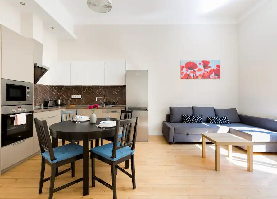 KG29 – Westend Station TWO bedrooms + Living w AC